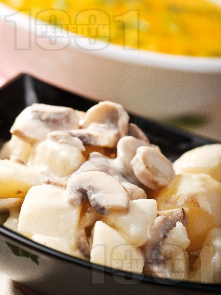 Вегетарианска яхния от картофи, гъби печурки и топено пушено сирене - снимка на рецептата